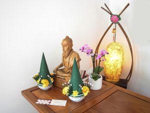 Buddastatue auf Tresen